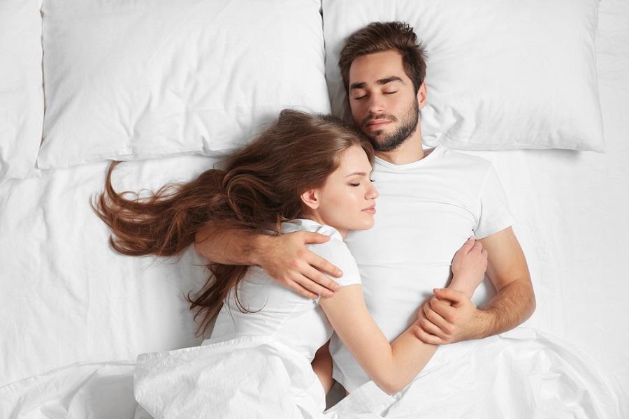 Da li se i koliko volite: Šta poza u kojoj spavate govori o vašoj vezi