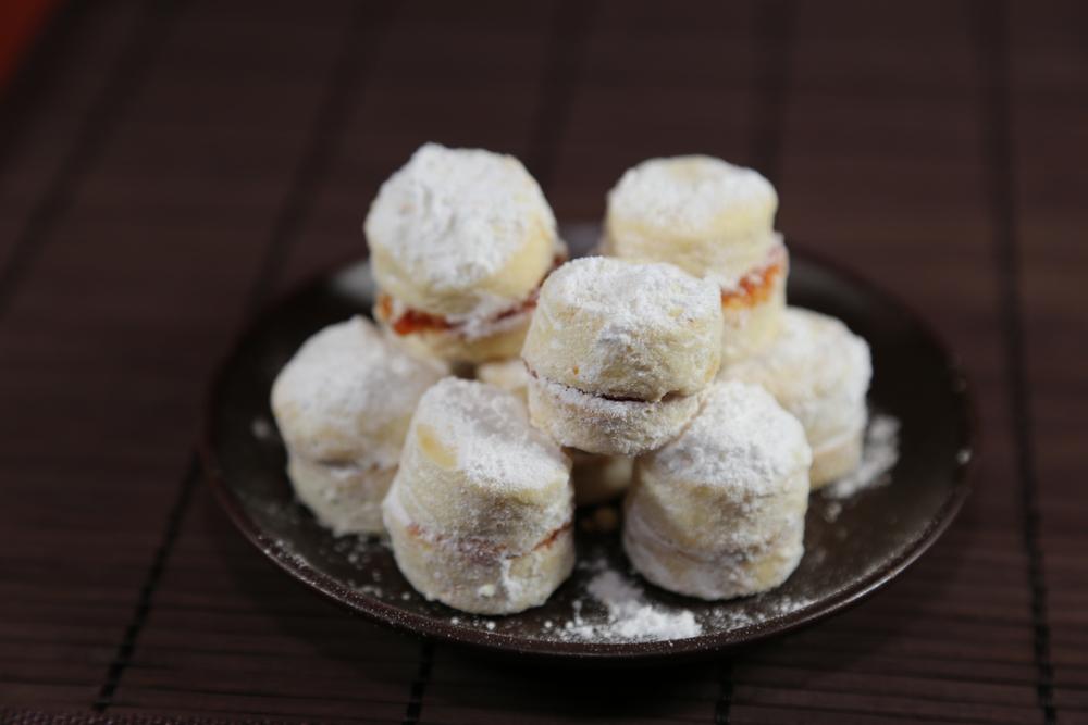 Bez njih slavska trpeza nije potpuna: Vanilice, kolači za sva vremena (RECEPT)