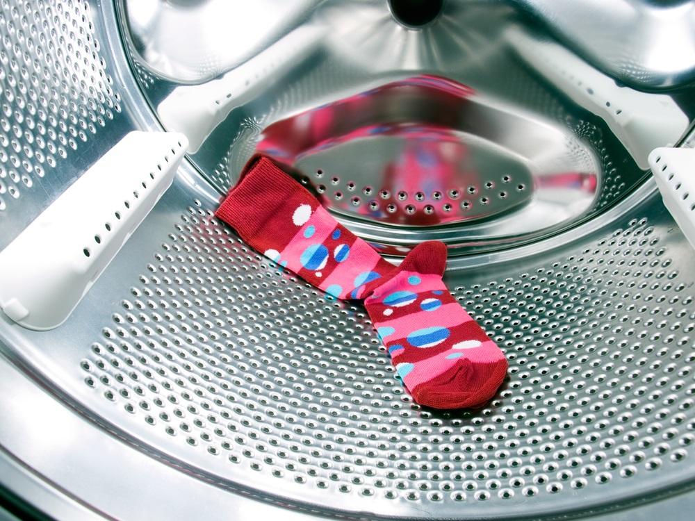 URADI SAM: Uz pomoć ovog trika više nikada nećete izgubiti čarapu u veš mašini (VIDEO)