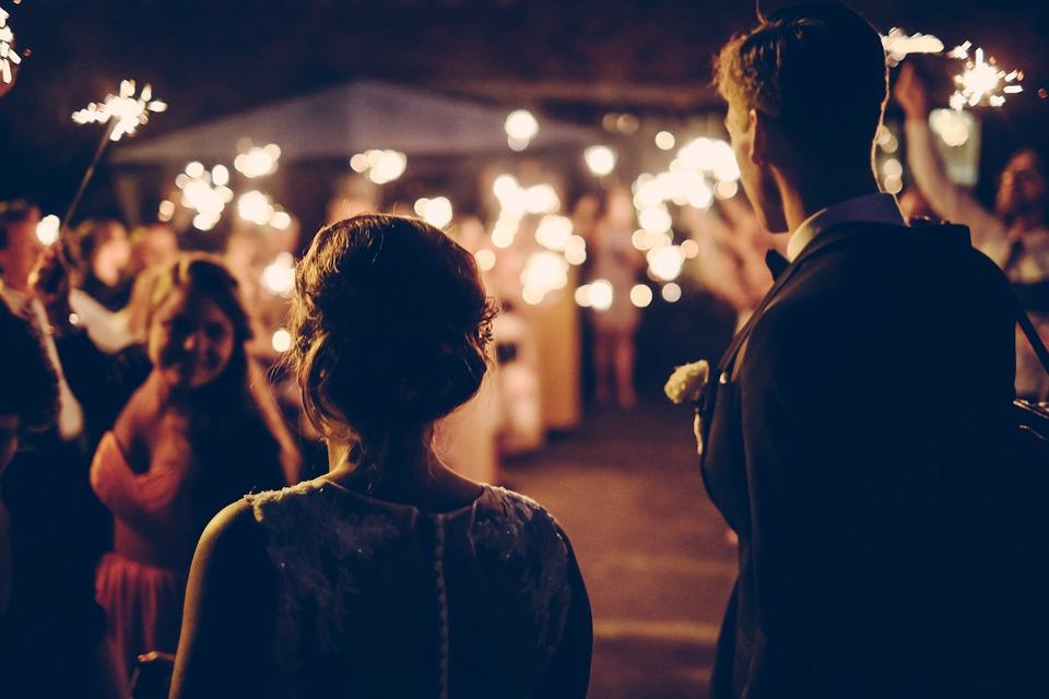 Mora čovek da pita mamu: Urnebesan snimak s venčanja (VIDEO)