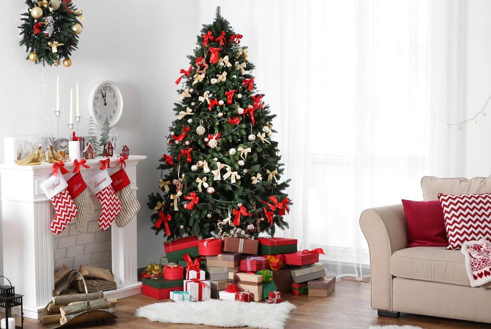 Drevni trik za privlačenje bogatstva u novoj godini: Jelku obavezno stavite na ovo mesto u kući