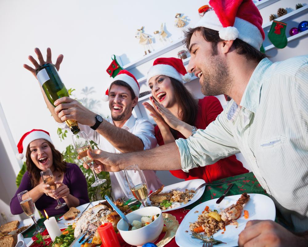 Od bacanja tanjira, do farbanja vrata u crveno: Ovo su najčudniji običaji proslave Nove godine, evo i kad su Srbi počeli da je slave