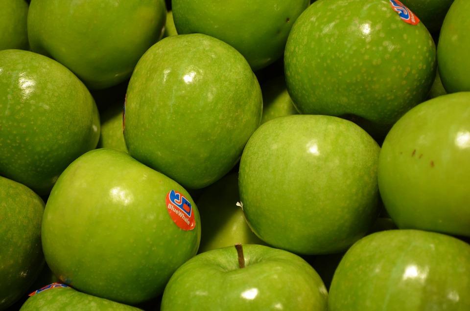 Budite oprezni kad kupujete voće u prodavnicama, nalepnice otkrivaju da li je prskano pesticidima