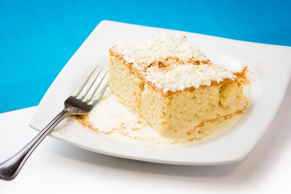 Savršeno mek i slastan kolač od toplog mleka da vam upotpuni vikend