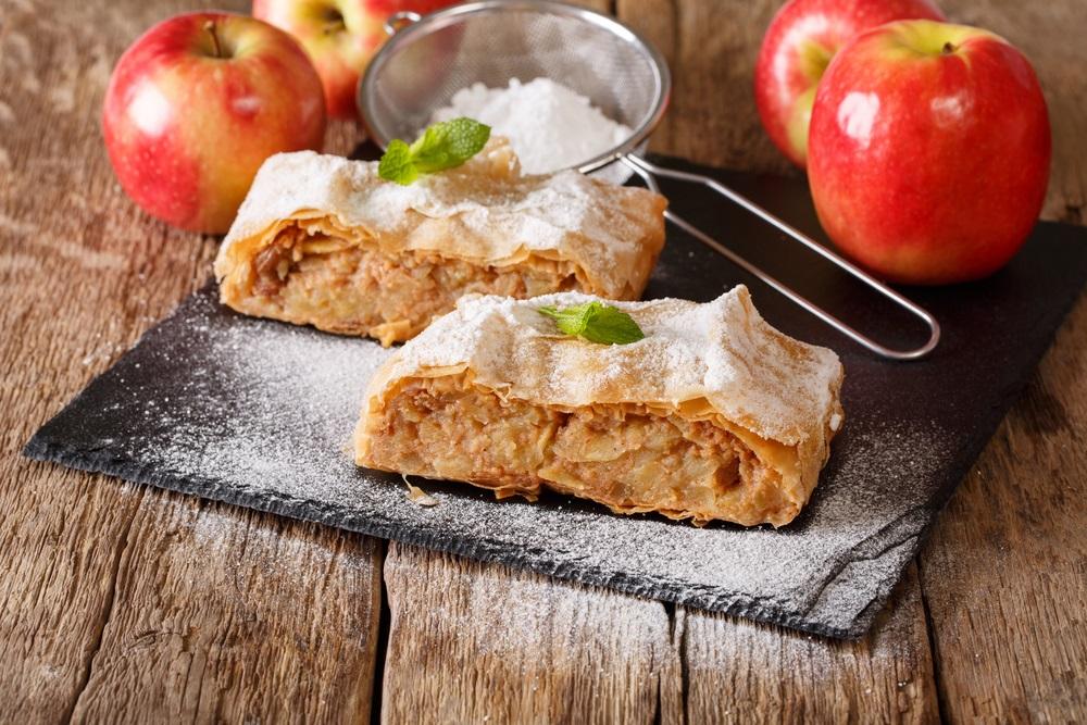 Brz i jeftin: Kolač od jabuka neverovatnog ukusa (RECEPT)