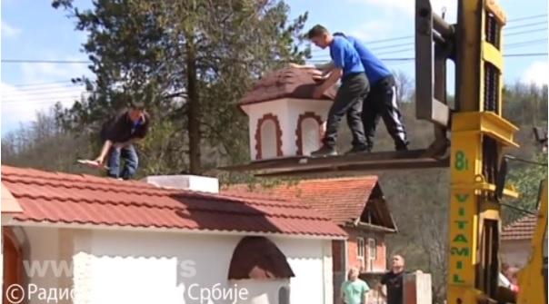 Piroćanac gradi minijaturne crkve i selima vraća nadu i veru