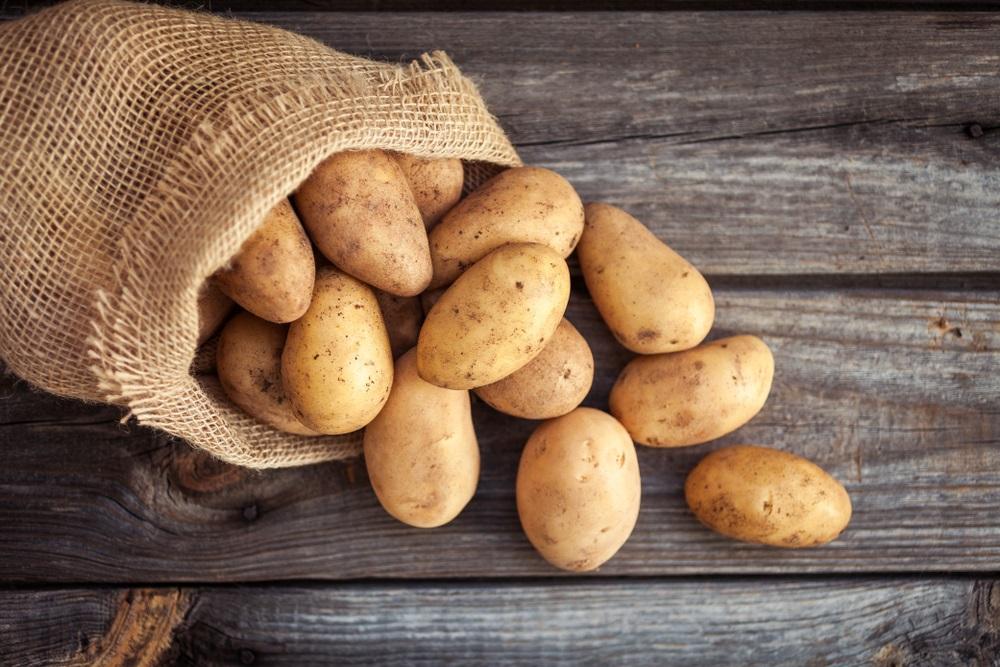 Crnogorac mislio da je kupio krompir u marketu, zgranuo se kad je video šta se nalazi u džaku (FOTO)
