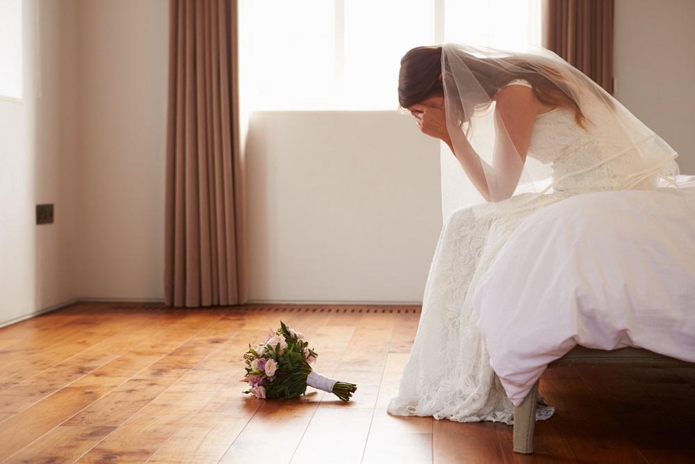 Dobila je cipele za venčanje, a na đonu je našla skrivenu poruku pokojne majke (FOTO)
