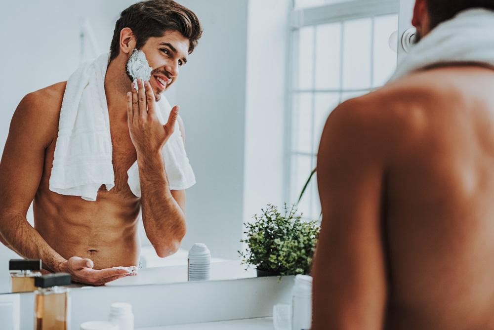 Genijalan trik koji malo ko zna: Muškarci bi trebalo da se brijaju pre doručka