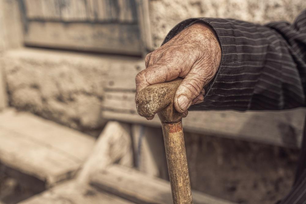 Starac Radomir živi sam u napuštenoj kući, novac nije video godinama, ali sada ima svoj mir