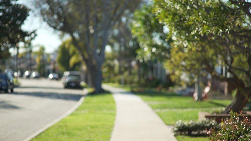 Dečak uzeo ušteđevinu svojih roditelja pa izašao na ulicu i delio komšijama