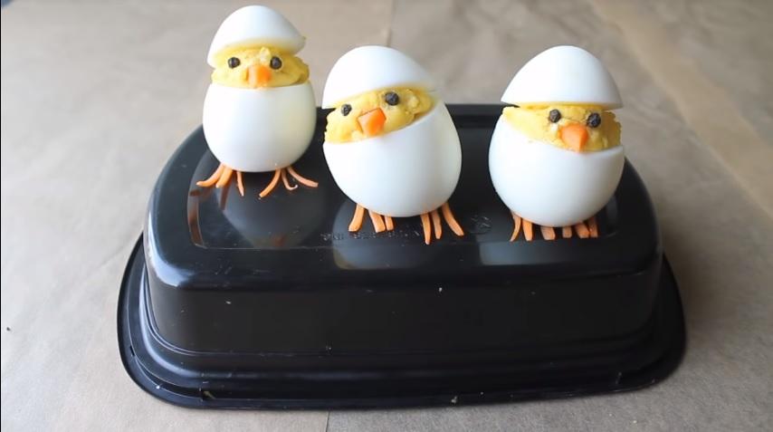 Genijalan trik: Evo kako da uskršnjih jaja napravite piliće i oduševite sve (VIDEO)
