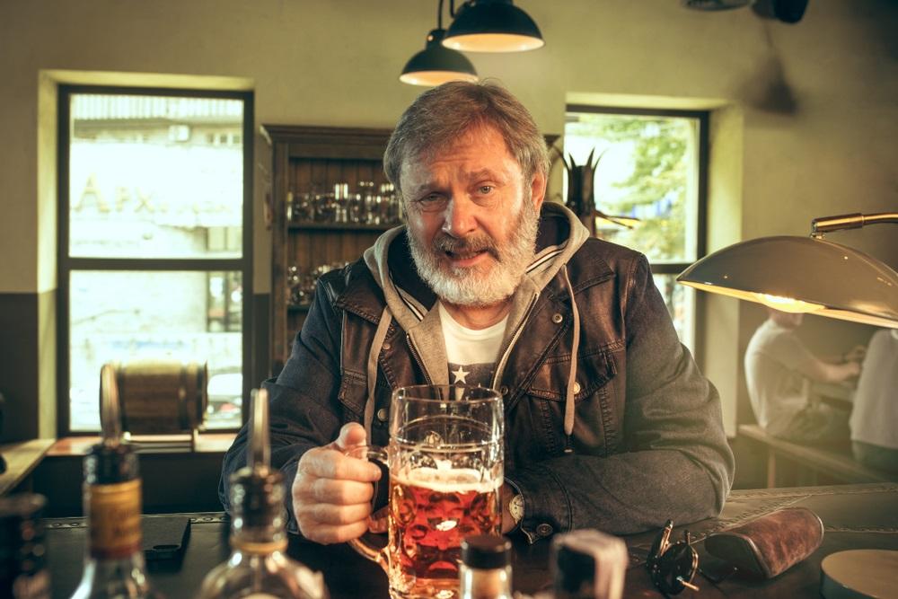 Zašto se stvarno gojimo od alkohola?