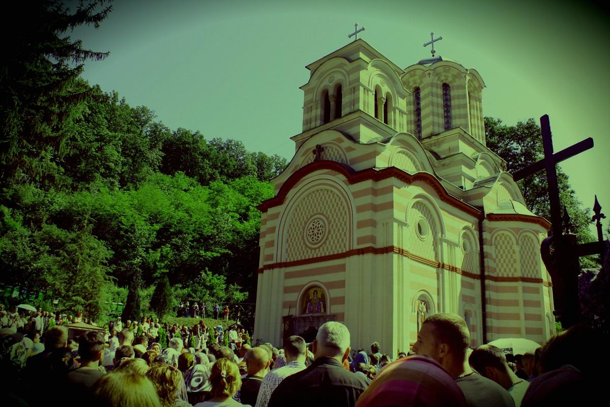 Čuda manastira kod Golupca: Nema devojčica progovorila, par bez dece dobio blizance