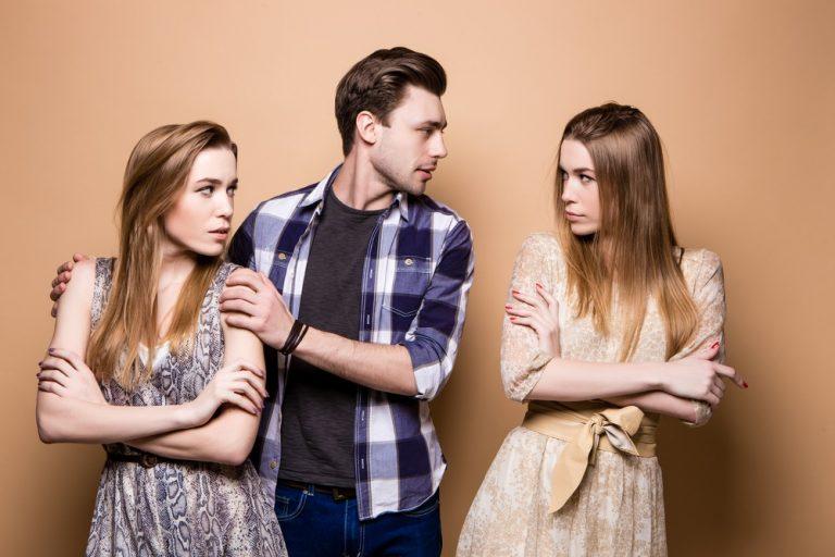 Sigurni znaci koji otkrivaju da vaš partner pati za bivšom