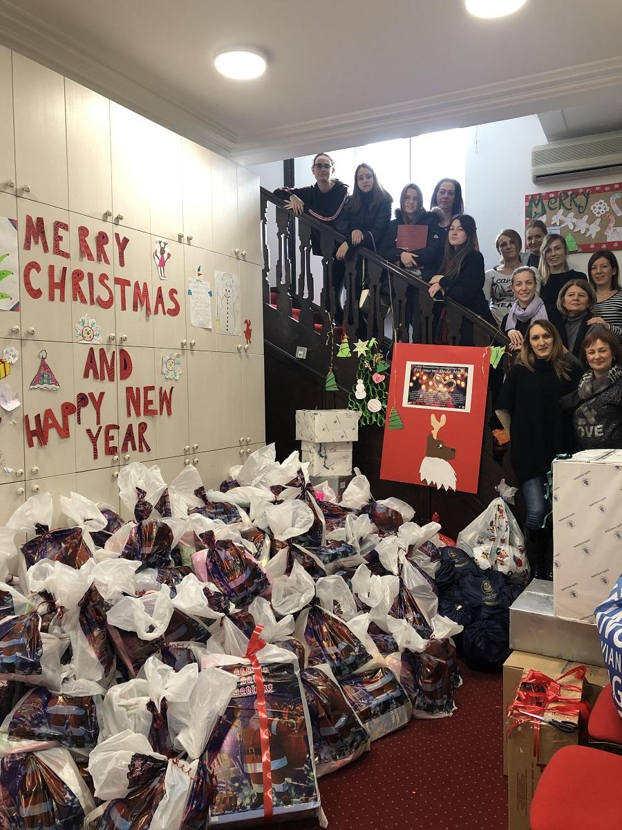 """Humanitarna akcija Kreativnog pera """"Svi smo mi Deda Mraz"""": Spremni novogodišnji paketići i paketi za najugorženije"""