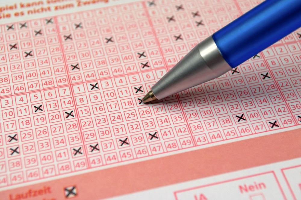 Loto milioneri: Premija novogodišnje igre na sreću podeljena na dva dela (FOTO)