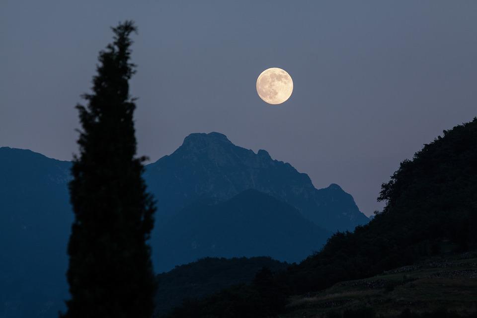Pun Mesec 19. februara, a na ova četiri horoskopska znaka će posebno uticati