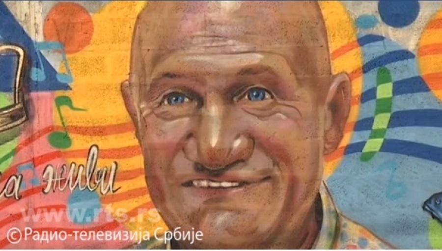 Mural Šabana Šaulića u Šapcu – omaž velikanu narodne muzike i poklon građanima, evo kako izgleda (FOTO)