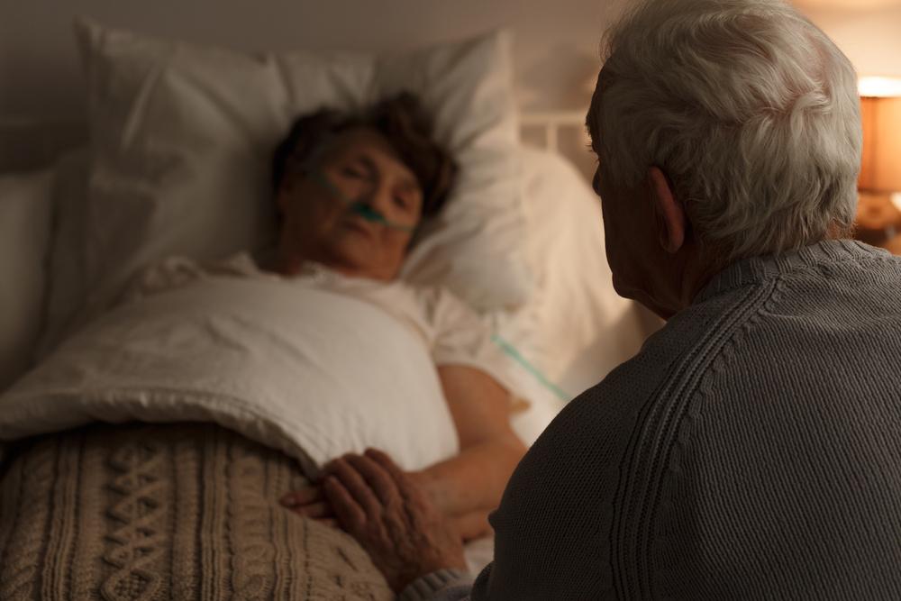 Krila od muža staru kutiju za cipele, a onda mu u bolnici otkrila tajnu koju je čuvala 50 godina