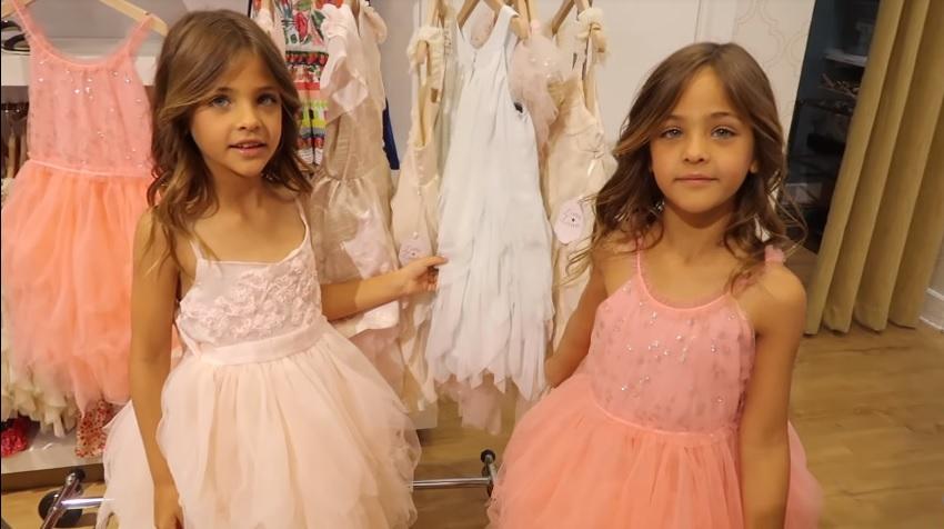 Proglašene su najlepšim devojčicama na svetu, a zbog majke mnogi kažu da im je život horor film (FOTO)