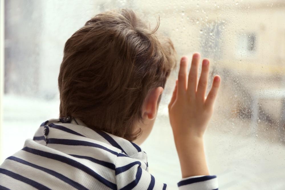 Trogodišnjak skočio s prozora plačući, spasao ga šestogodišnji mališan