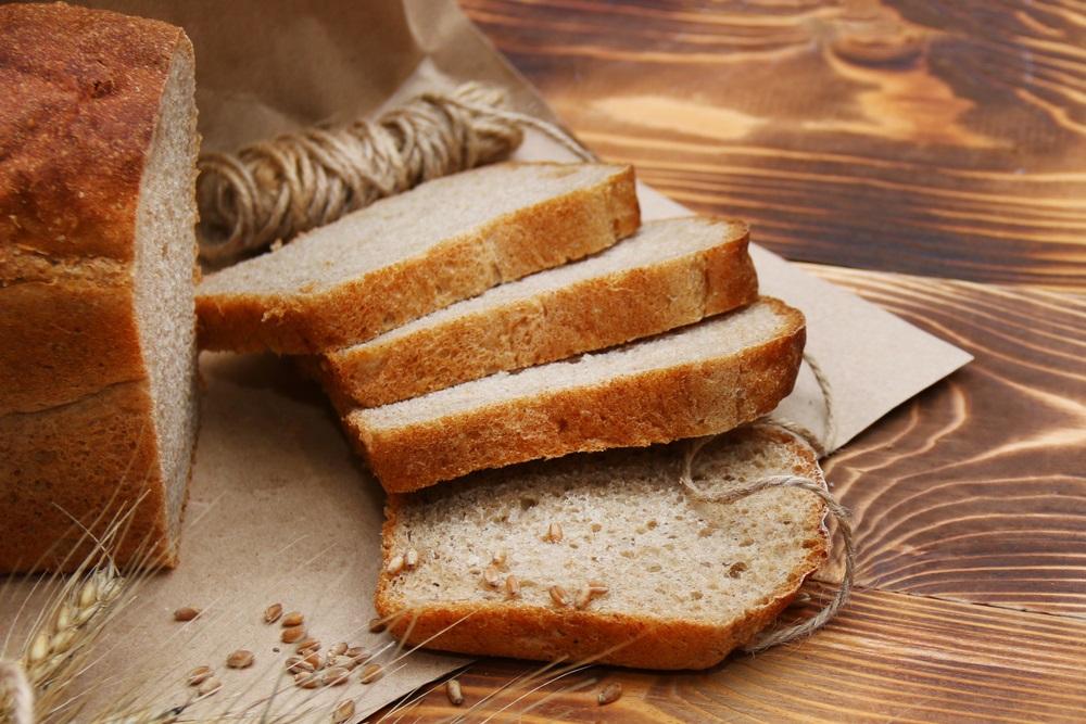 Evo kako da vratite svežinu bajatom komadu hleba