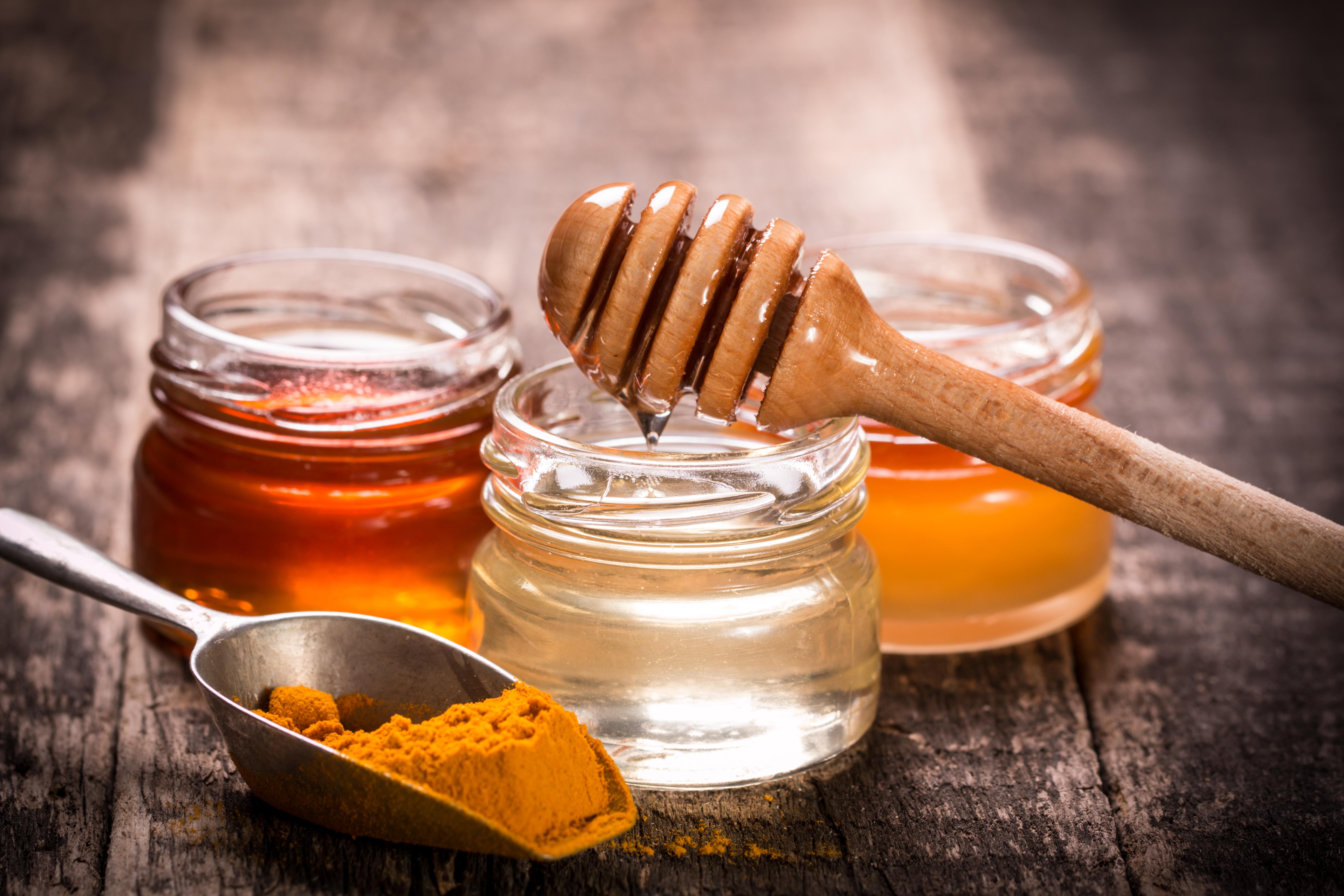 Prirodan antibiotik: Kombinacija kurkume i meda leči više od 160 zdravstvenih problema