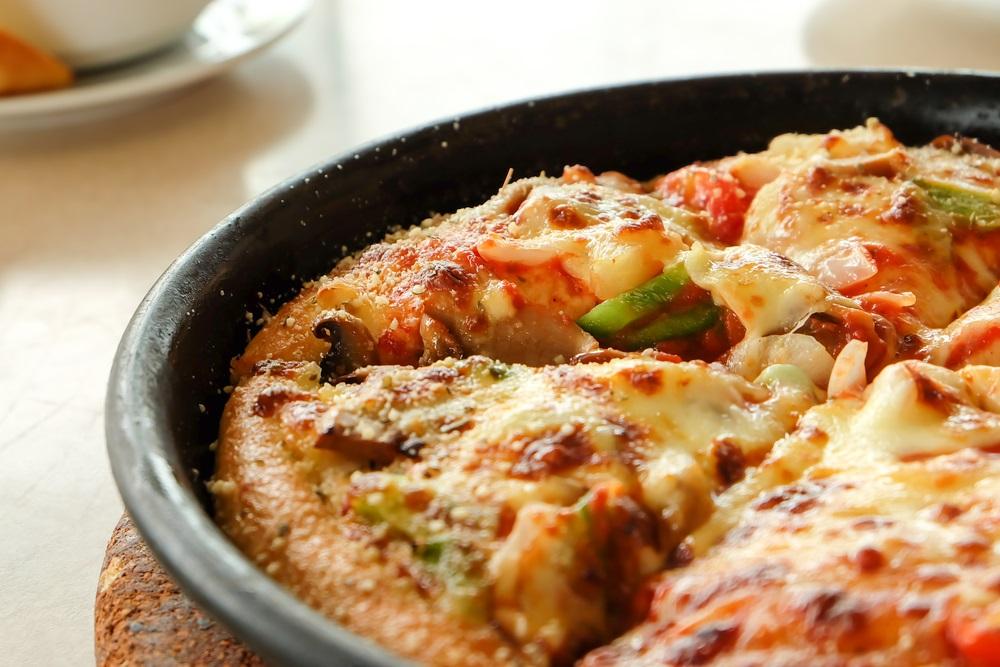 Brzo, a ukusno: Treba vam samo deset minuta za picu iz tiganja (RECEPT)