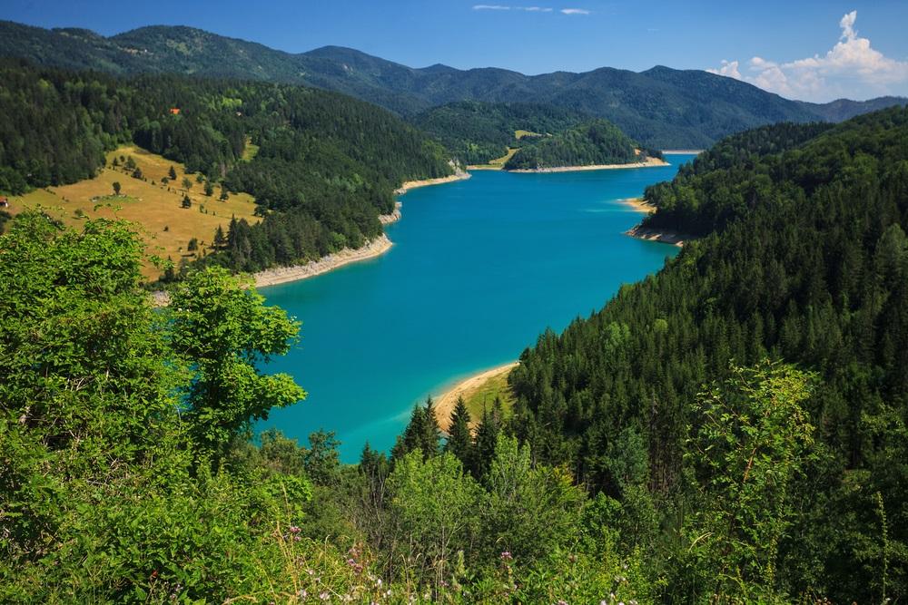 Nekada dragulj Srbije, sada golet i blato: Pogledajte šta je ostalo od Zaovinskog jezera na Tari (VIDEO)