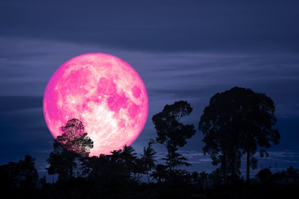 Redak prizor na nebu: Danas tačno u ovo vreme videćete pink Mesec na nebu iznad Srbije