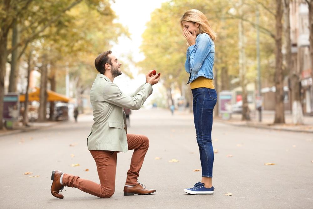 Momak je zaprosio, a zbog prstena koji joj je dao ceo svet je isprozivao (FOTO)